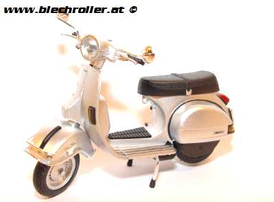 Modell Vespa P200E / PX200, (1:12) - Silber
